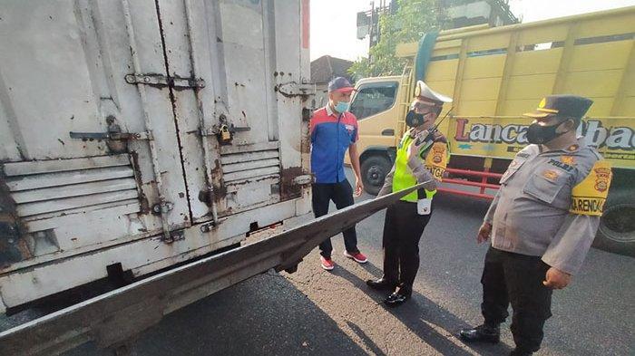 Penyekatan Hari Pertama, Personel Polres Badung Periksa Kendaraan yang Dicurigai Angkut Pemudik