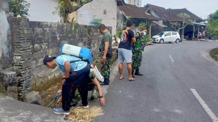 Buang Limbah Rumah Tangga ke Irigasi, Kini Warga Sebatu Tegalalang Gianyar Terganggu Bau Busuk