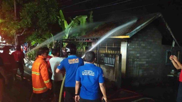 Samini Lihat Api Berkobar di Warungnya di Banyuasri Buleleng, Diduga Korsleting Listrik