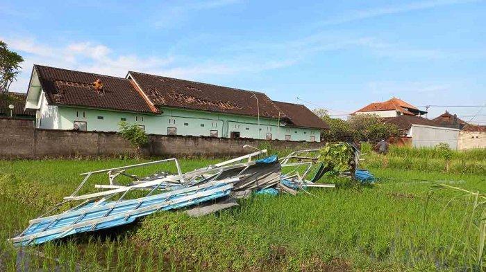 Terjangan Angin Puting Beliung di Klungkung Bali, Atap Kanopi Warga Berterbangan