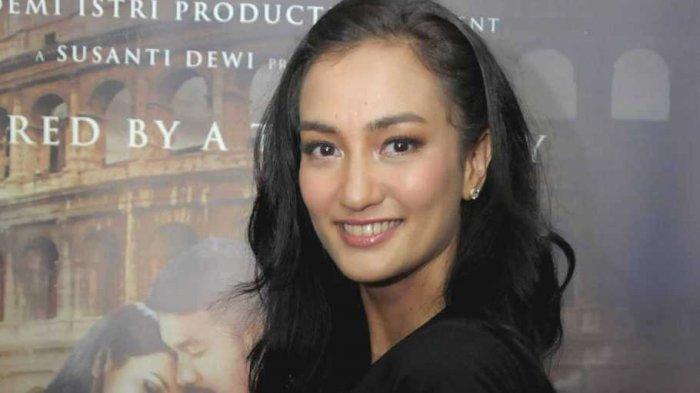 PSBB Mulai Diberlakukan, Atiqah Hasiholan Bantu Promosikan Usaha Kecil Menengah Melalui Instagram