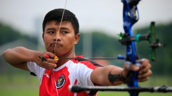 Atlet panahan asal Indonesia Riau Ega Agatha saat beraksi di Olimpiade Tokyo 2020.