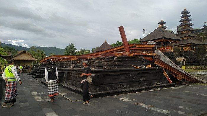 Angin Kencang Robohkan Bangunan di Pura Pasek, 2 Pemedek Dilarikan ke RSUD Klungkung