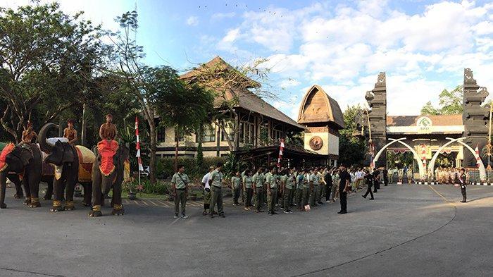 Tak Hanya Karyawan, Satwa di Bali Safari and Marine Juga Ikut Upacara HUT ke-74 Kemerdekaan RI
