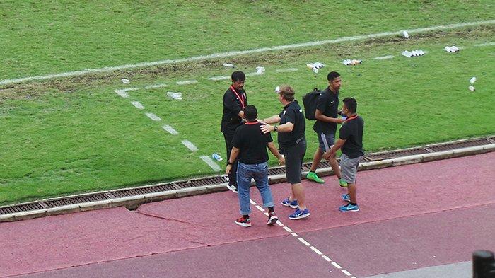 PSM Makassar Libas Bali United 2-0, Pemain Bali United Lempar Kursi dan Botol!