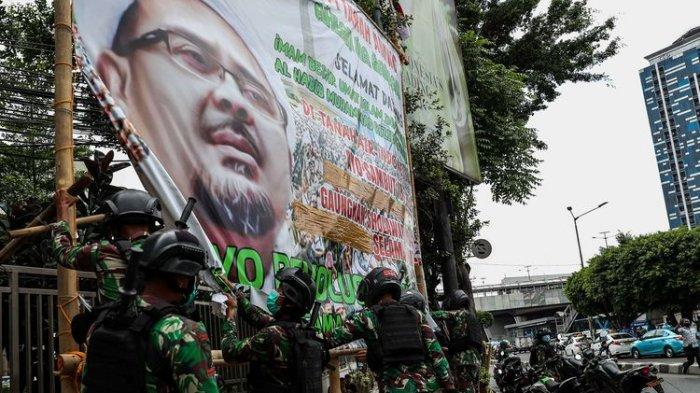 Tanggapan FPI Hingga Pengamat Soal Pencopotan Baliho Rizieq Shihab Atas Perintah Pangdam Jaya