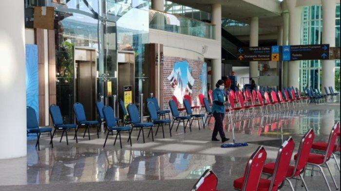 Suasana terminal kedatangan internasional Bandara I Gusti Ngurah Rai Bali di hari pertama pembukaan kembali melayani penerbangan internasional, Kamis 14 Oktober 2021