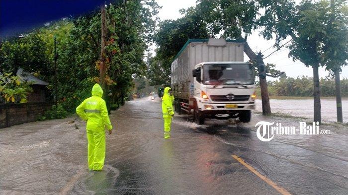 Hujan Deras Beberapa Jam, Jalan Nasional Denpasar-Gilimanuk Terendam Banjir