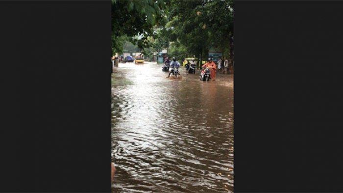 Ruas Jalan Singaraja-Gilimanuk dan 20 Rumah Warga di Pejarakan Buleleng Terendam Banjir