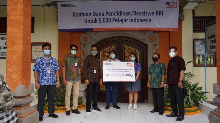 BRI Peduli Pendidikan Serahkan Beasiswa ke 5.000 Pelajar di Seluruh Indonesia