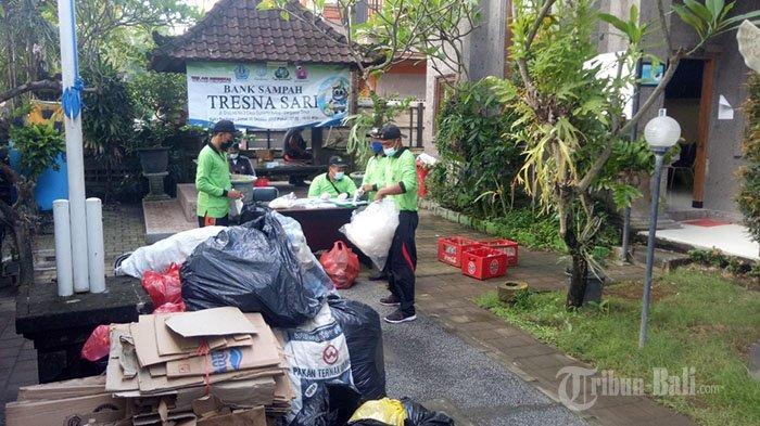 Berkat Nabung Sampah, Warga Desa Sumerta Kelod Bisa Beli Daging Babi Setiap Galungan