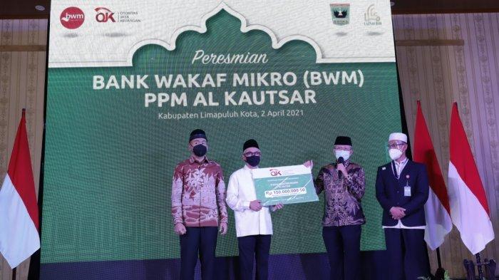 Perkuat Ekonomi Masyarakat, OJK Resmikan Bank Wakaf Mikro PPM Al Kautsar Limapuluh Kota