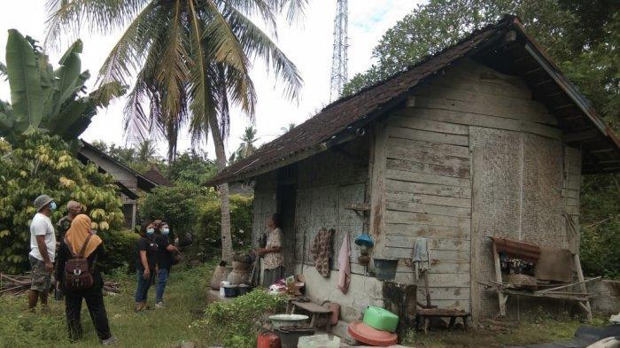 Relawan Kemanusiaan Jembrana Bali Beri Bantuan Bedah Rumah Ke Kakek Rajak