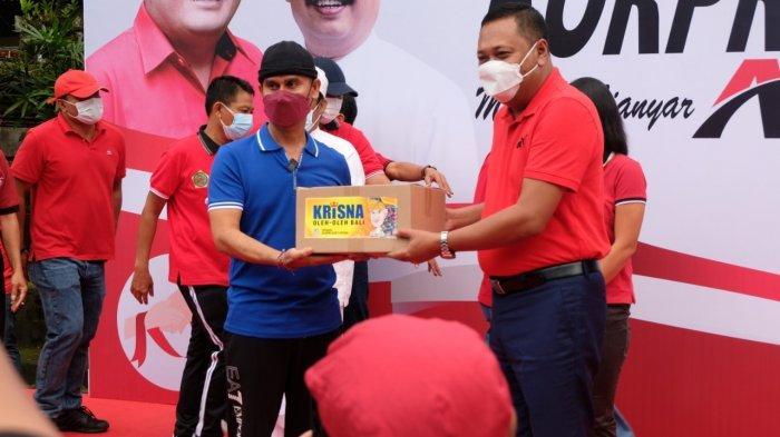 Bantuan sembako Korpri Pemkab Gianyar disalurkan kepada masyarakat, Jumat 17 September 2021.