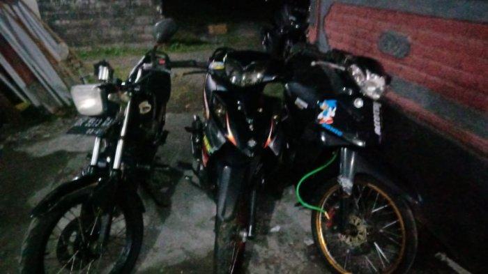 Dikejar Polisi karena Balap Liar, Kadek Edi Malah Standing Motor, Istri Jatuh Ditinggal Kabur