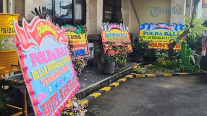 Sebut Dukungan untuk Polri, Karangan Bunga Hiasi Halaman Polres Badung