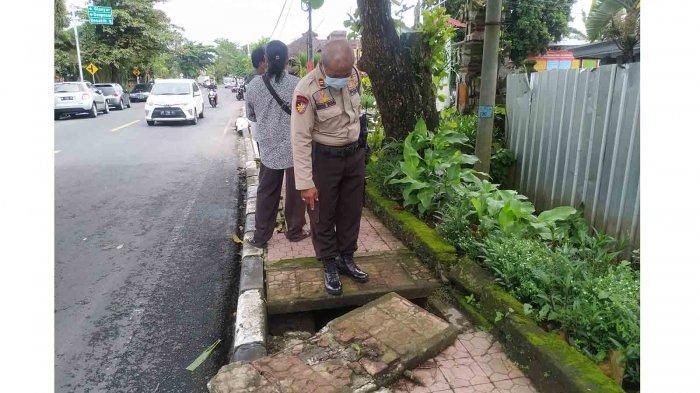 Trotoar Jalan Gajah Mada Klungkung Bali Jebol, Bahayakan Pejalan Kaki