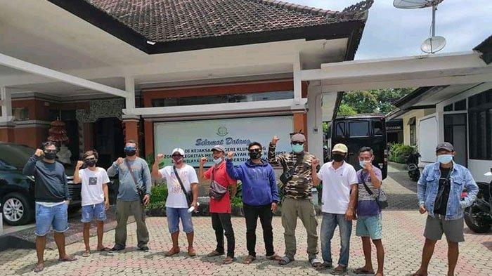 Sekelompok Warga Laporkan Pertanggungjawaban yang Janggal di LPD Ped ke Kejari Klungkung
