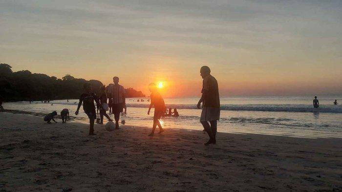Pesona Pantai Jimbaran, Salah Satu Lokasi Terbaik Berburu Sunset di Bali Saat Akhir Pekan