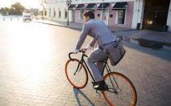 Ingin Naik Sepeda ke Kantor? Coba Tips Berikut agar Tidak Bermandikan Keringat