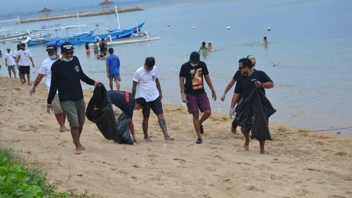 Simpatisan JRX Lakukan Bersih Pantai dan Galang Donasi untuk Korban Bencana
