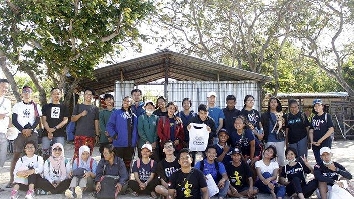 """Komunitas EH Bali Lakukan Aksi """"Coastal Beach Clean Up"""", Pantai Kelan Didominasi Sampah Plastik"""