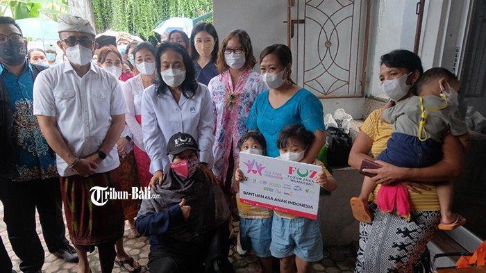Minta Jamin Pendidikannya, Menteri PPPA Beri Bantuan Keluarga Korban Covid-19 di Denpasar