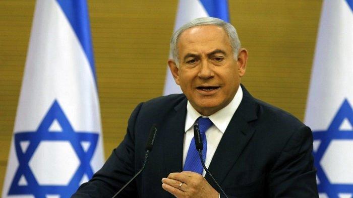 PM Israel Benjamin Netanyahu. Biografi Perdana Menteri Israel Benjamin Netanyahu. Meski mendapat kecaman dari dunia internasional, Perdana Menteri (PM) Israel Benjamin Netanyahu menyatakan pihaknya tak akan menghentikan pengeboman mematikan di jalur Gaza.
