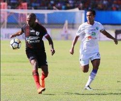 Beredar Foto Boaz Solossa Tiba di Bandara, Siap Gabung PSM Makassar, Persija & Arema FC Gigit Jari