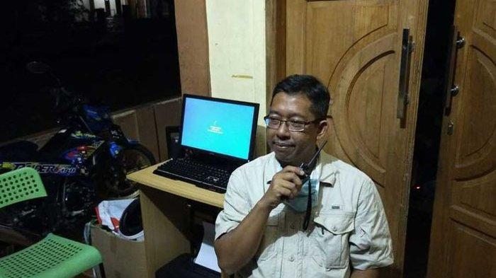 Pria Ini Pasang Sendiri Kabel Optik, Warga Kampung Akhirnya Bisa Nikmati Internet Murah