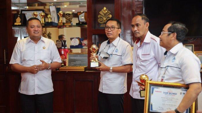 2 BUMD Pemkab Gianyar Raih TOP BUMD Awards