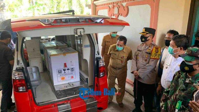 TNI Polri Siap Backup Pengamanan Vaksin Covid-19 di Jembrana Bali, Babinsa Sosialisasi