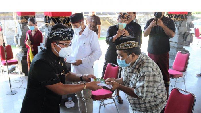 Bupati Giri Prasta Launching Penyerahan BLT Tahap 2 di Kuta Utara, Kuta dan Kutsel