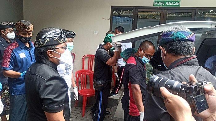 Jelang Pelebon, Jenazah Anggota DPRD Badung Ida Bagus Sunartha Dibawa ke Griya Sari Sangeh
