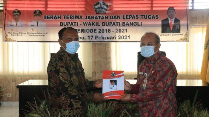 Made Gianyar Serahkan Memori Jabatan Bupati dan Wakil Bupati Bangli Kepada Plh