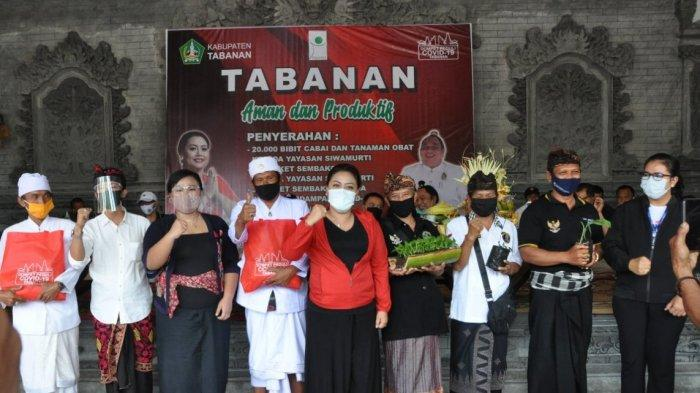 Bupati Eka Berikan Bantuan 20 Ribu Bibit Cabai ke Yayasan Siwa Murti Bali