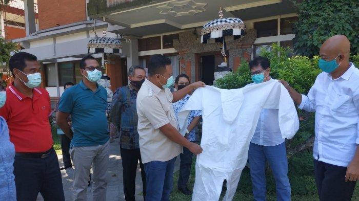 APD Donasi Bali United Telah Diserahkan ke Rumah Sakit dan Puskesmas di Gianyar, Begini Kata Bupati
