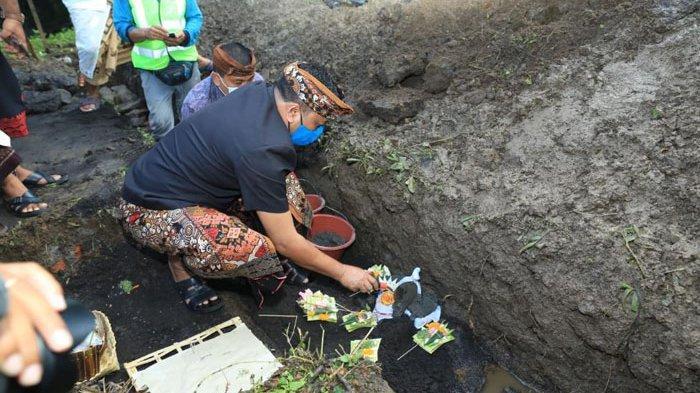 Bupati Gianyar Resmikan Dimulainya Pembangunan Tempat Pengolahan Sampah di Desa Bedulu