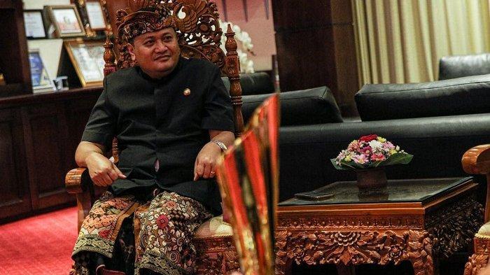 Manajemen Bali United Bawa Replika Piala Juara Liga I Indonesia 2019 ke Kantor Bupati Gianyar