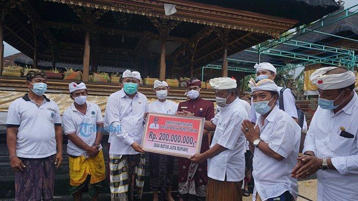 Pemkab Gianyar Berikan Rp 265 Juta untuk Bantuan Bencana di Tulikup dan Desa Adat Mawang