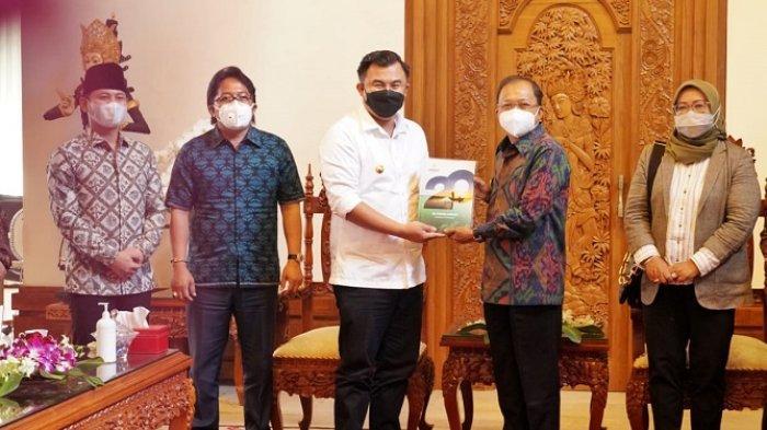 Terkait Pengukuhan Pengurus, Bupati Giri Prasta Dampingi Dewan APKASI Audiensi ke Gubernur Bali