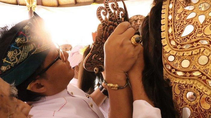 Bupati Giri Prasta Hadiri Karya Ngetus Prerai di Pura Puseh Desa Adat Pelaga