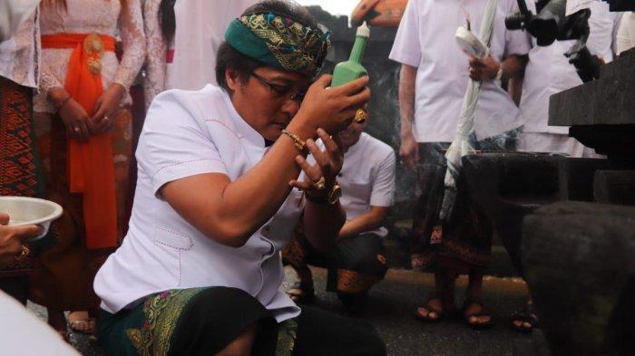 Hadiri Melaspas Mendem Pedagingan Pura Puseh, Giri Prasta Ingatkan Krama Adat Pelaga Selalu Bersatu