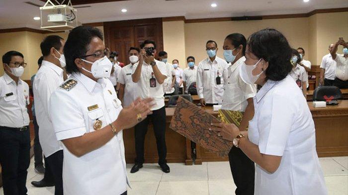 Pemkab Badung Angkat 43 Pegawai Berstatus P3K, Bupati Giri Prasta Langsung Serahkan SK Pengangkatan