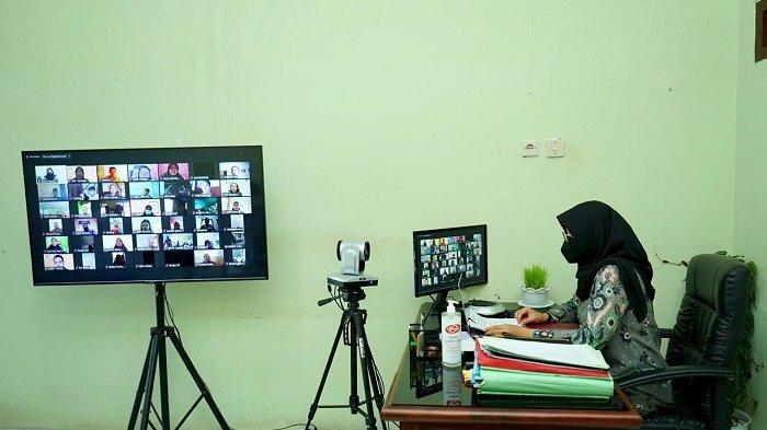 Ngantor di Desa, Bupati Banyuwangi Rapat Jemput Bola Pelajar Miskin Jelang PPDB