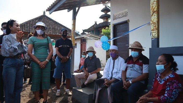 Bantu Warga Kurang Mampu, Bupati Tamba Kembali Serahkan Bantuan CSR Bedah Rumah