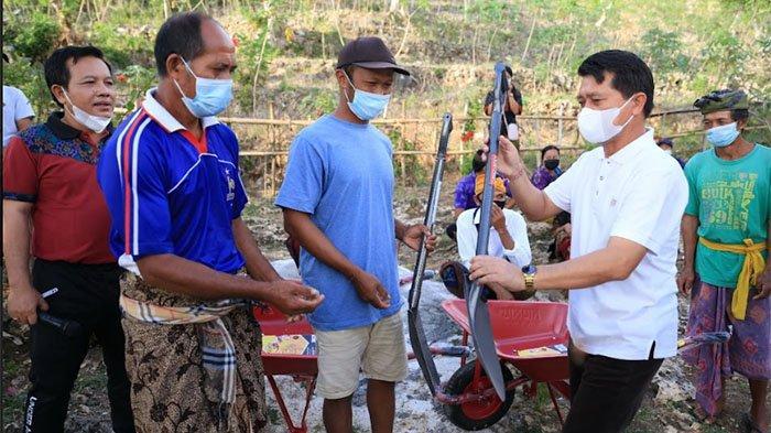 Program Padat Karya Infrastruktur di Desa Kutampi Nusa Penida Serap 88 Tenaga Kerja Lokal
