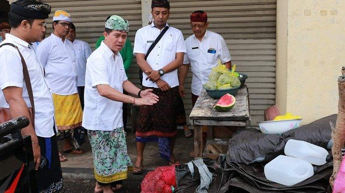 Sidak Pasar di Klungkung, Bupati SuwirtaTegur Pedagang yang Berjualan di Lorong Pasar