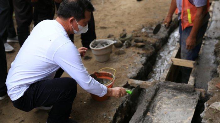 Bupati Suwirta Melakukan Peletakan Batu Pertama Program KOTAKU di Kabupaten Klungkung