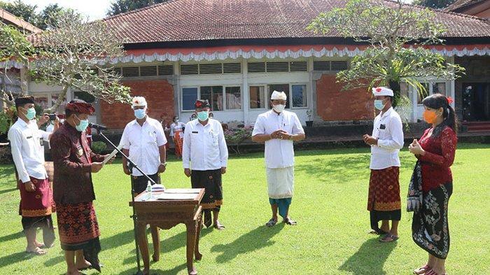 Bupati Bangli Lantik 122 PNS dalam Jabatan Fungsional